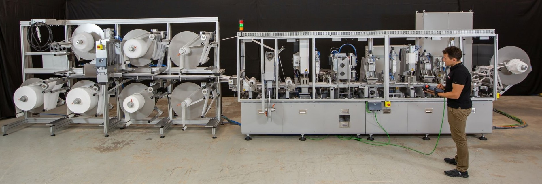 Komplette Maschine zur Produktion von FFP2 Masken mit Blechteilen von Blexon