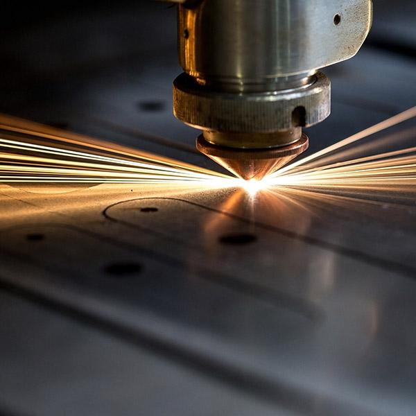Individuelle Blechteile werden lasergeschnitten